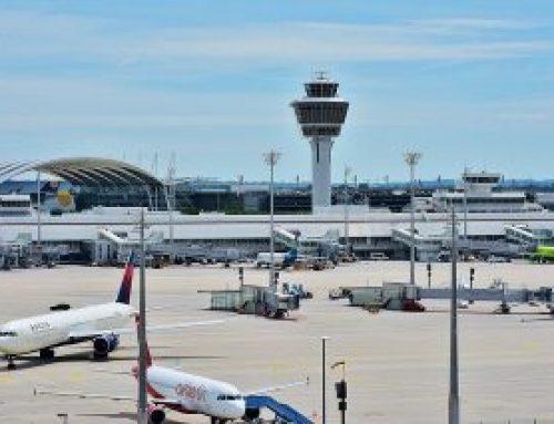 Am Flughafen bemerkt: Flugtickets ungültig